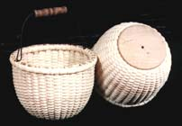 DVD405 apple basket on wood base